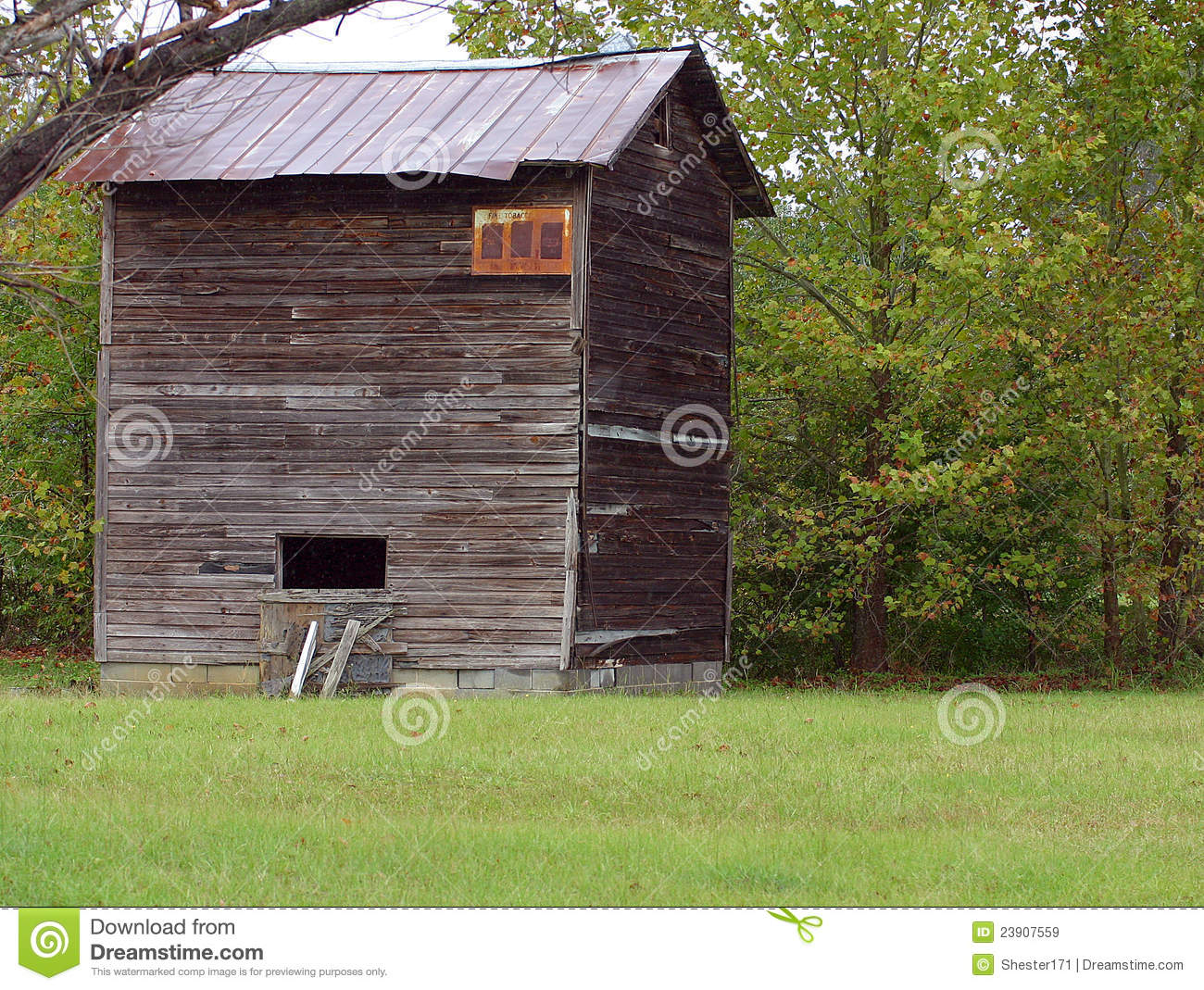 Tobacco barn royalty free stock images image 23907559 for Tobacco barn house plans