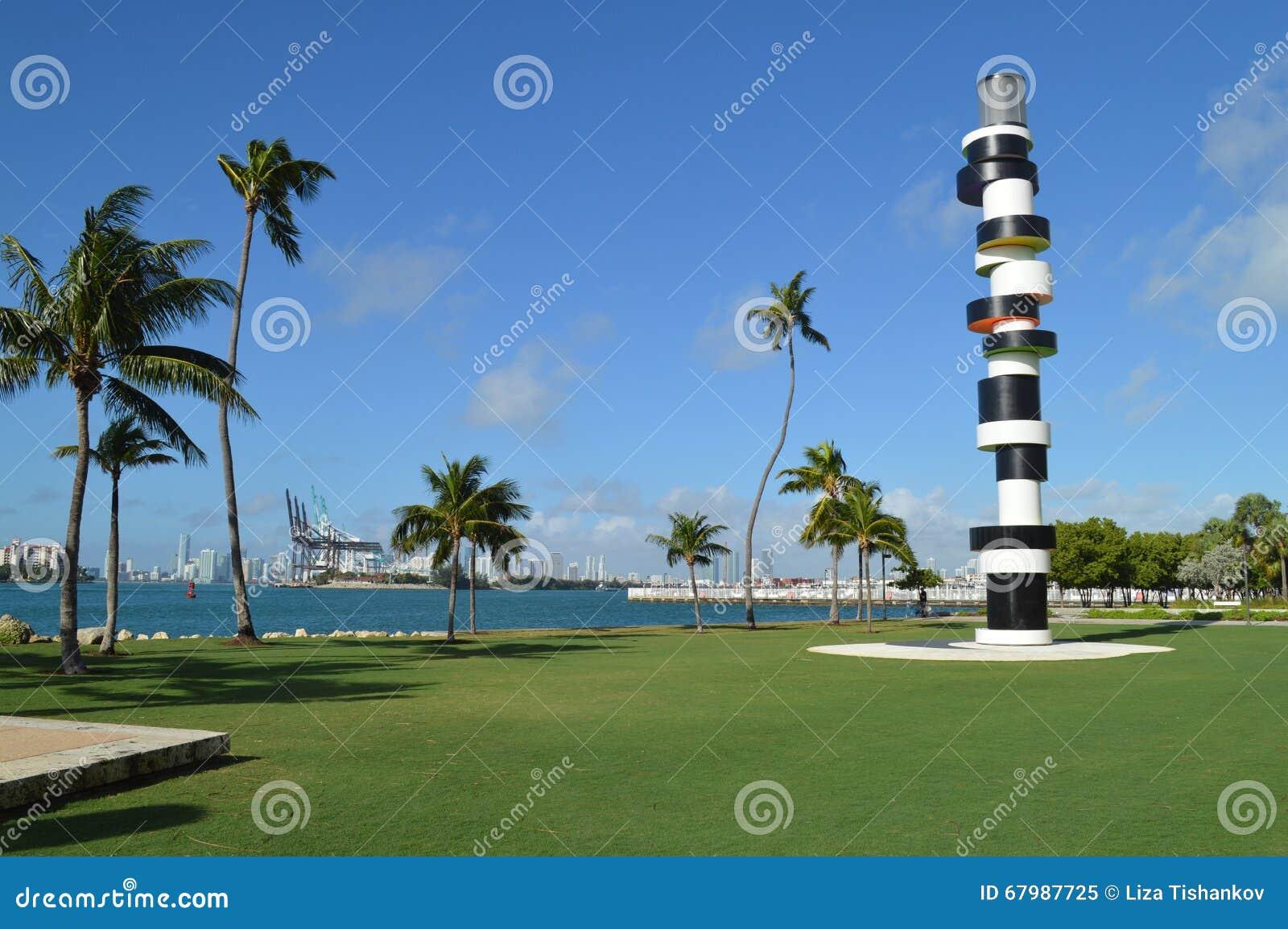 Tobias Rehberger Obstinate Lighthouse Sculpture, parque sul do ponto, Miami Beach