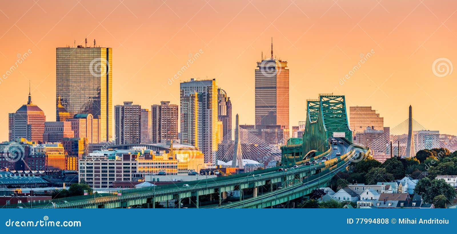 Tobin przerzuca most, Zakim most i Boston linia horyzontu,
