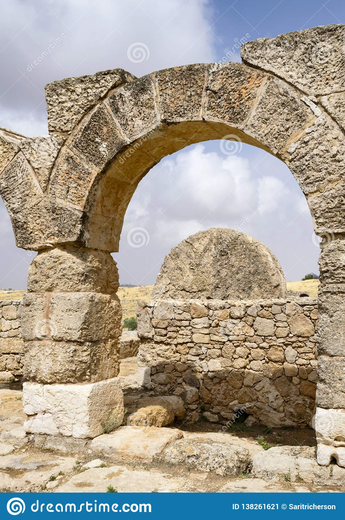 Toczny Kamienny wejście Antyczna Susya synagoga w Zachodnim banku