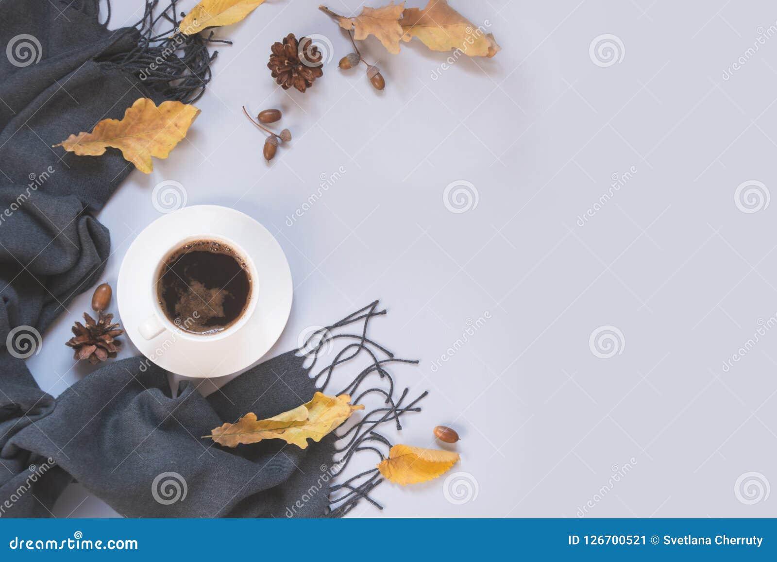 Todavía de la caída vida, café sólo, bufanda gris para acogedor y el calentarse Espacio de la visión superior y de la copia