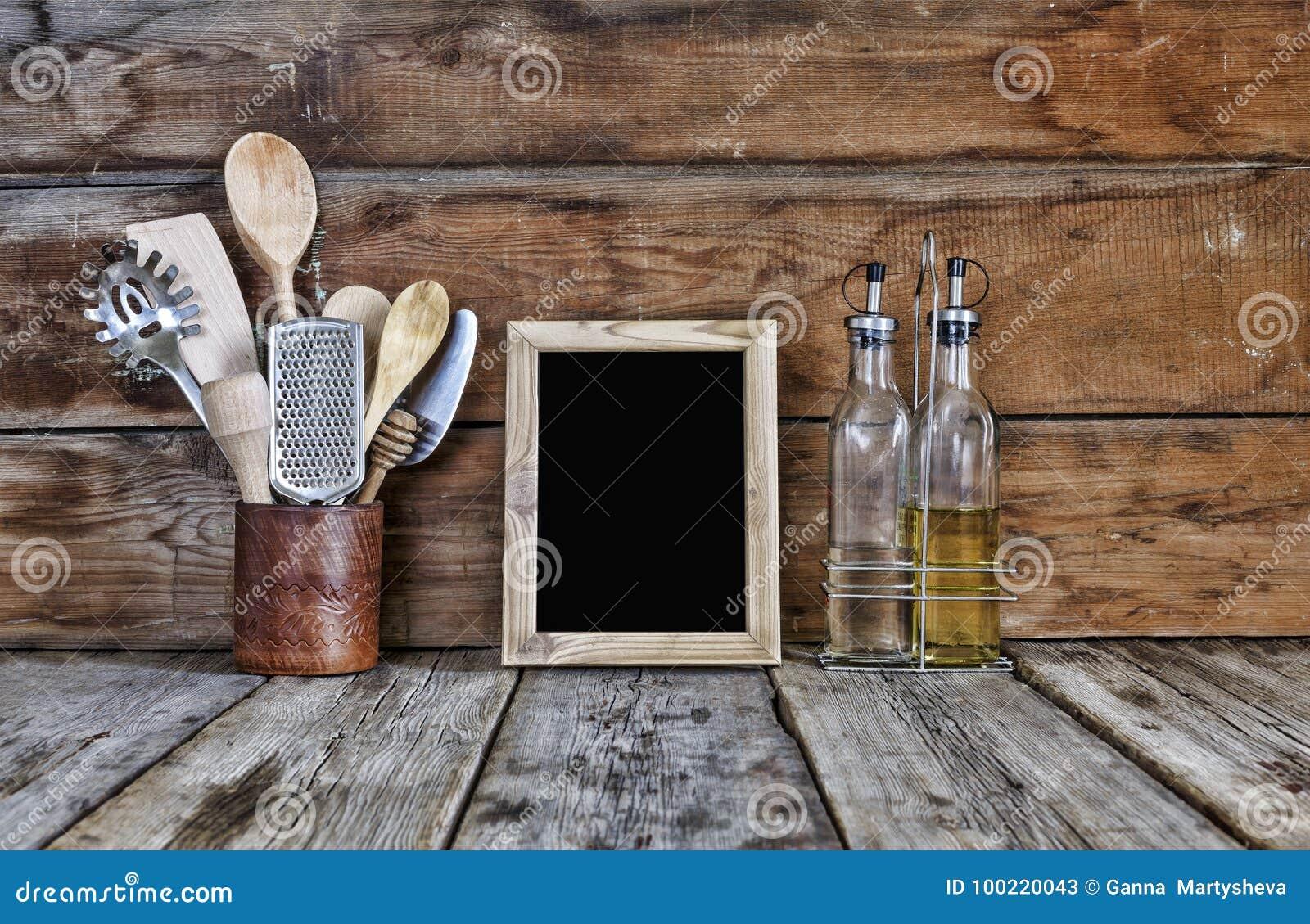 Todavía De La Cocina Vida Utensilios De La Cocina En Un Soporte ...