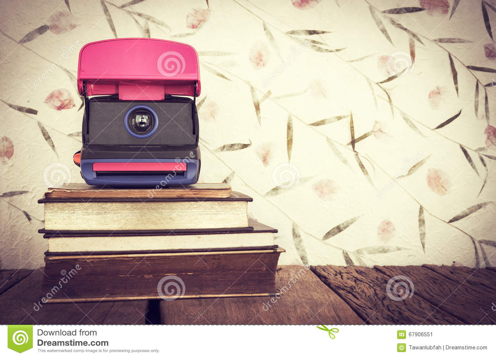 Todavía del vintage vida de la pila de libros viejos con la cámara vieja en swee
