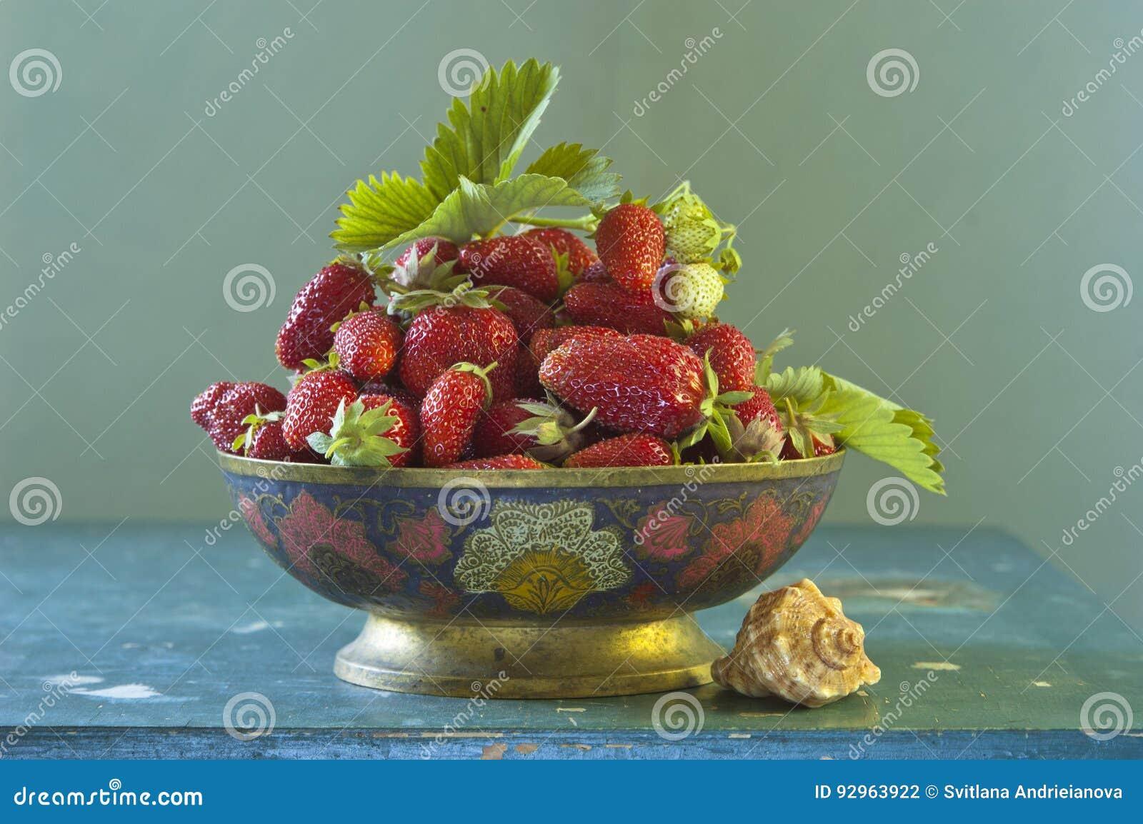 Todavía vida con la fresa