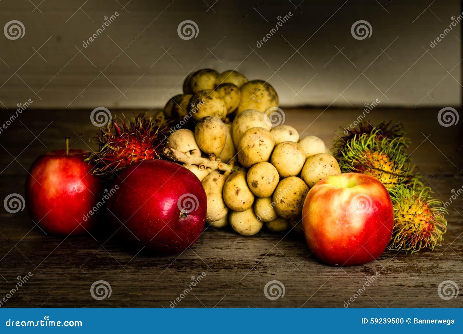 Todavía vida con la fruta