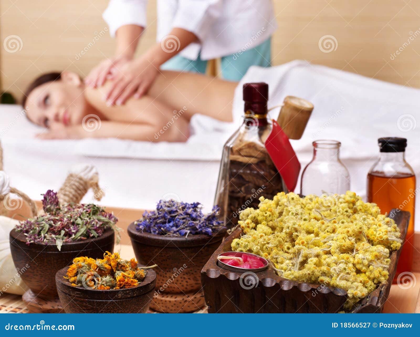 Desnuda durante un masaje - Pornes