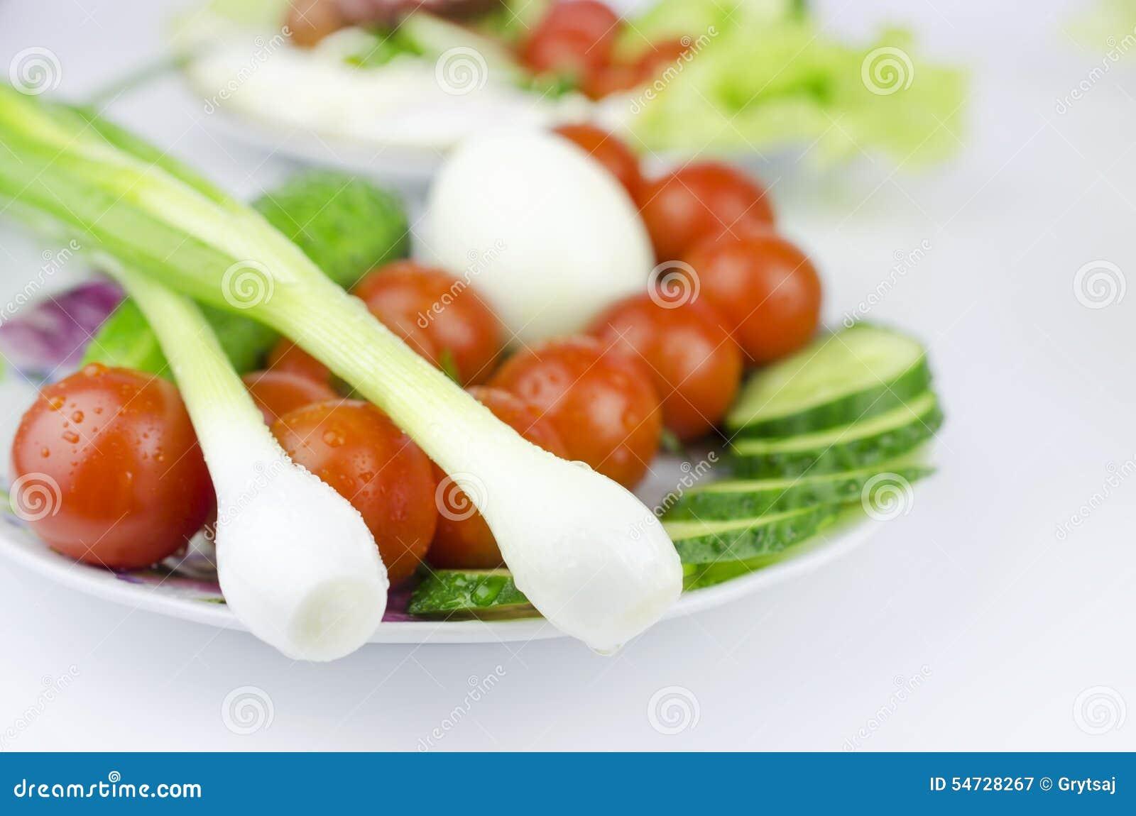 Todavía vida de verduras en placa