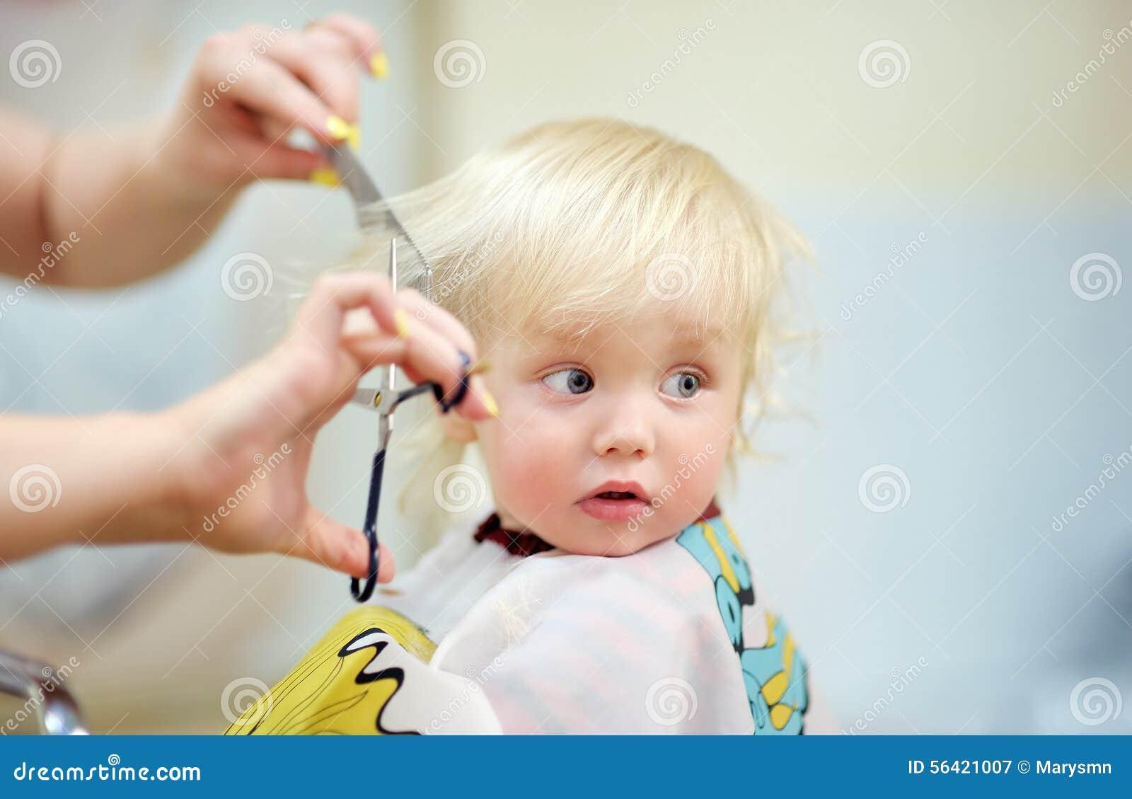 Ребенок боится стричь волосы