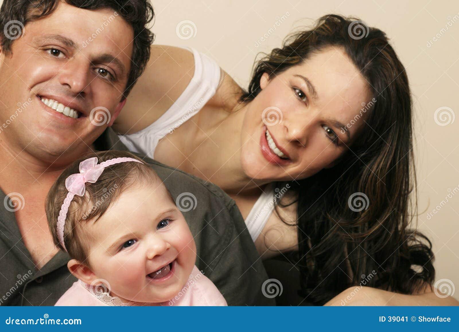 Download Todo sonríe imagen de archivo. Imagen de loving, feliz, familia - 39041
