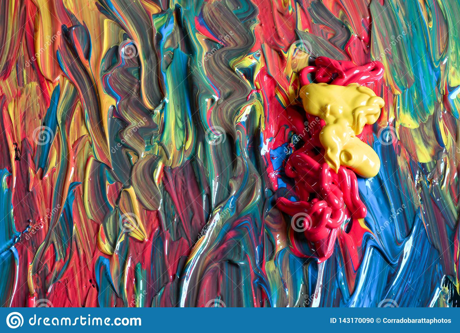 Todos los colores del mundo en una paleta lista para pintar