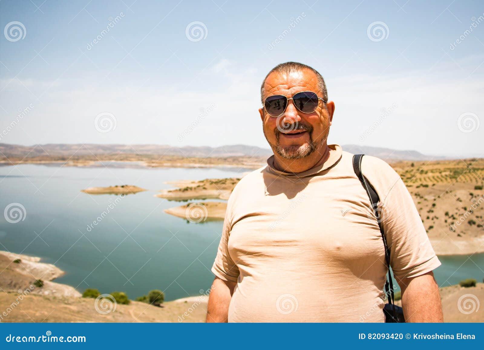 Toerist in een reis binnen door Marokko
