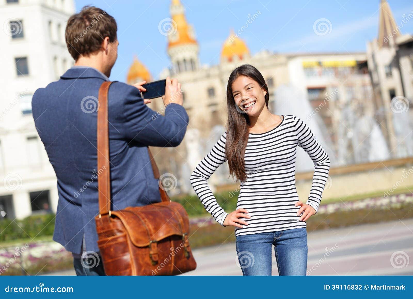 Toeristen die beeld op reis in Barcelona nemen
