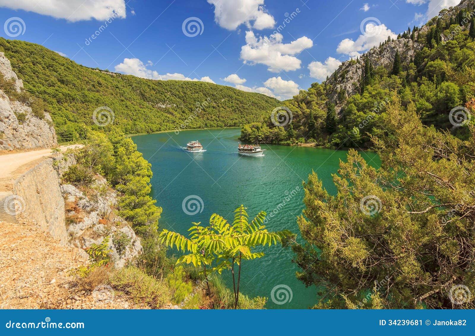 Toeristenschepen op een Krka-Rivier, het Nationale Park van Krka, Kroatië
