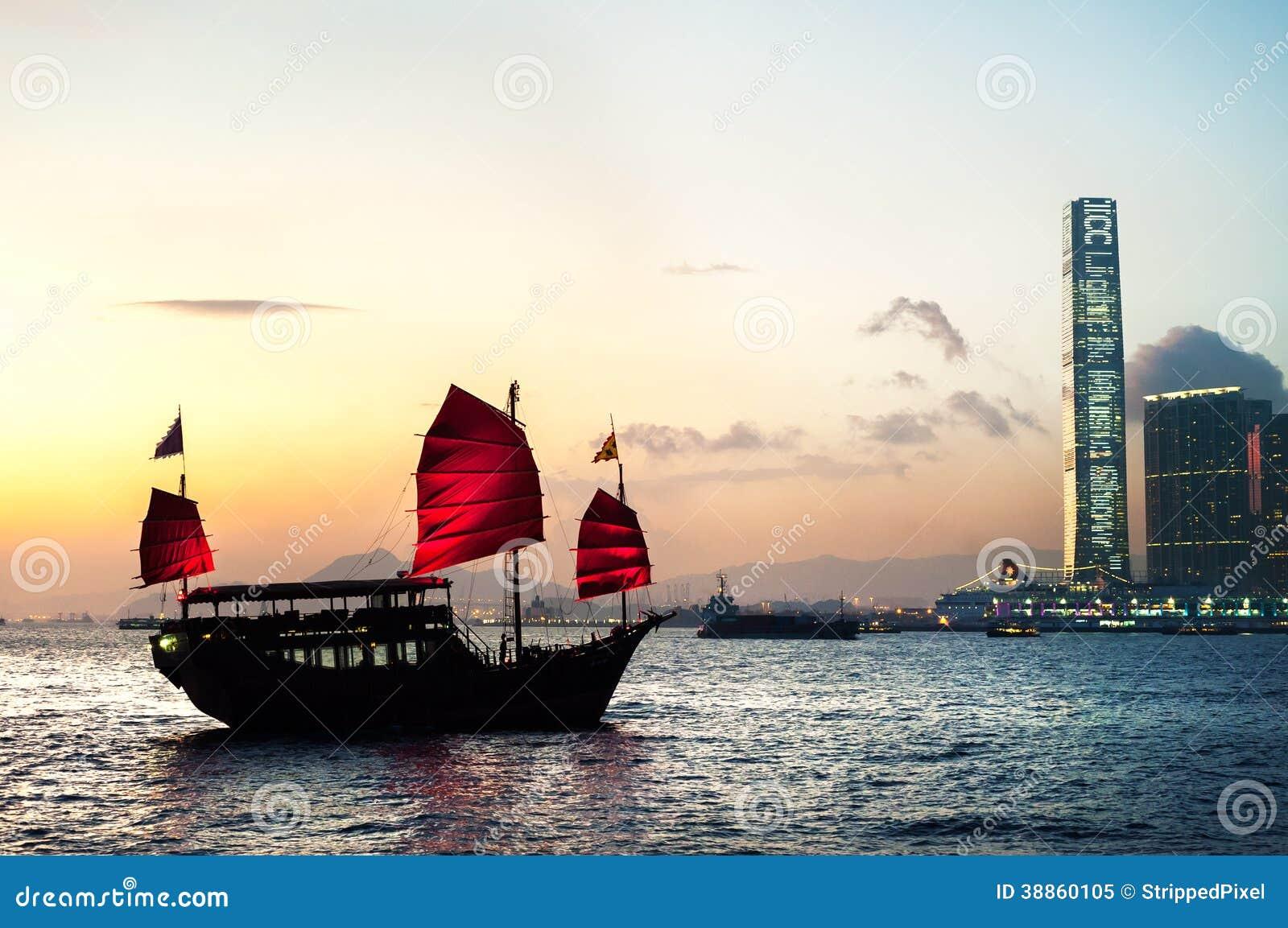 Toeristentroep die Victoria Harbour, Hong Kong kruisen