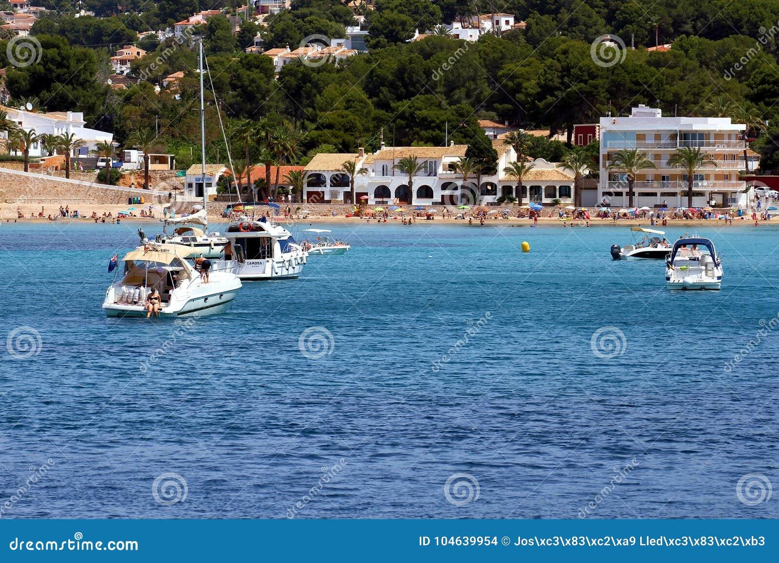 Download Toeristische Kust Van Moraira Met Al Type Van Jachten En Zeilboten Redactionele Stock Afbeelding - Afbeelding bestaande uit allen, overzees: 104639954
