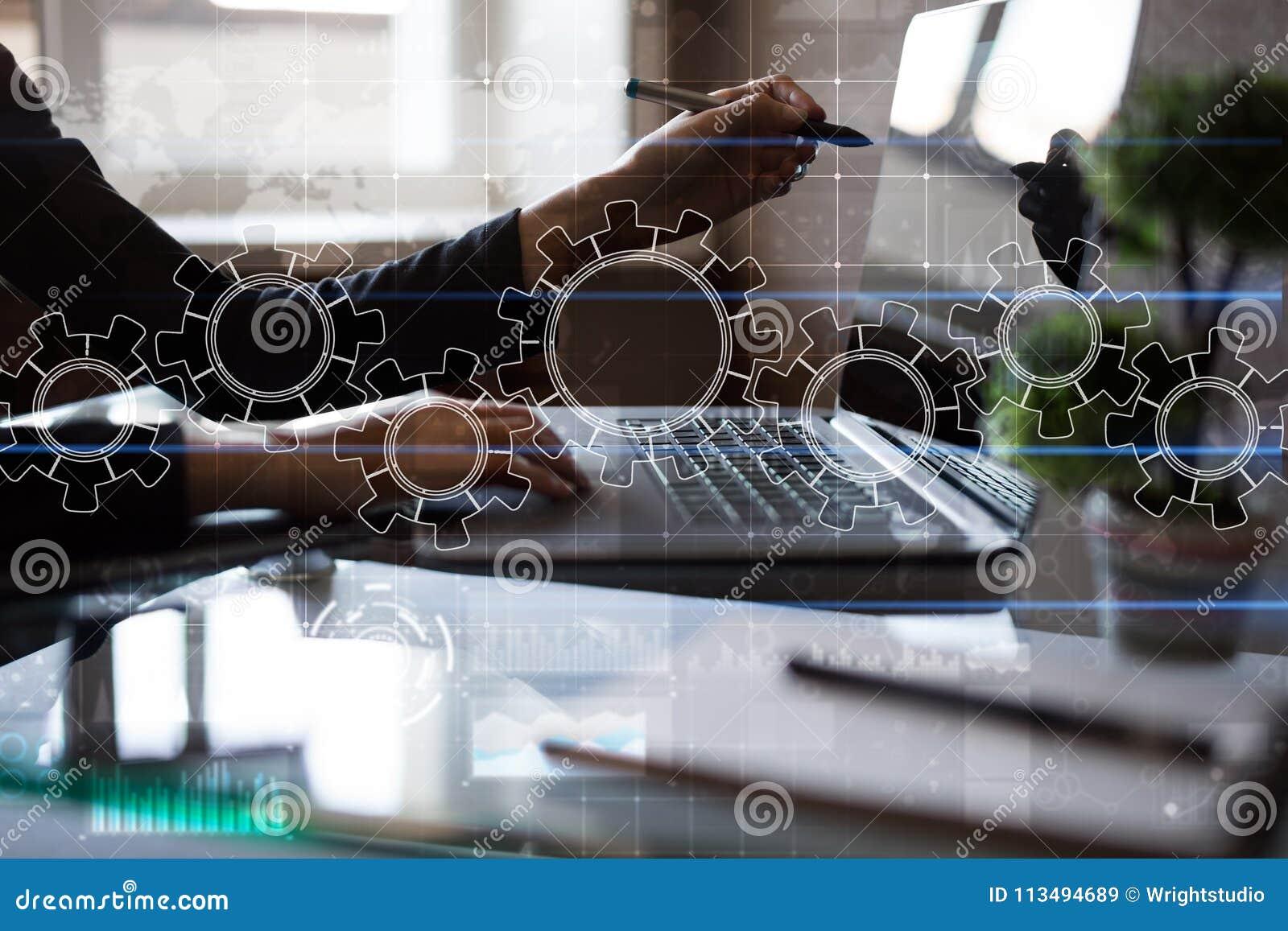 Toestellen op het virtuele scherm Bedrijfsstrategie en technologieconcept Automatiseringsproces