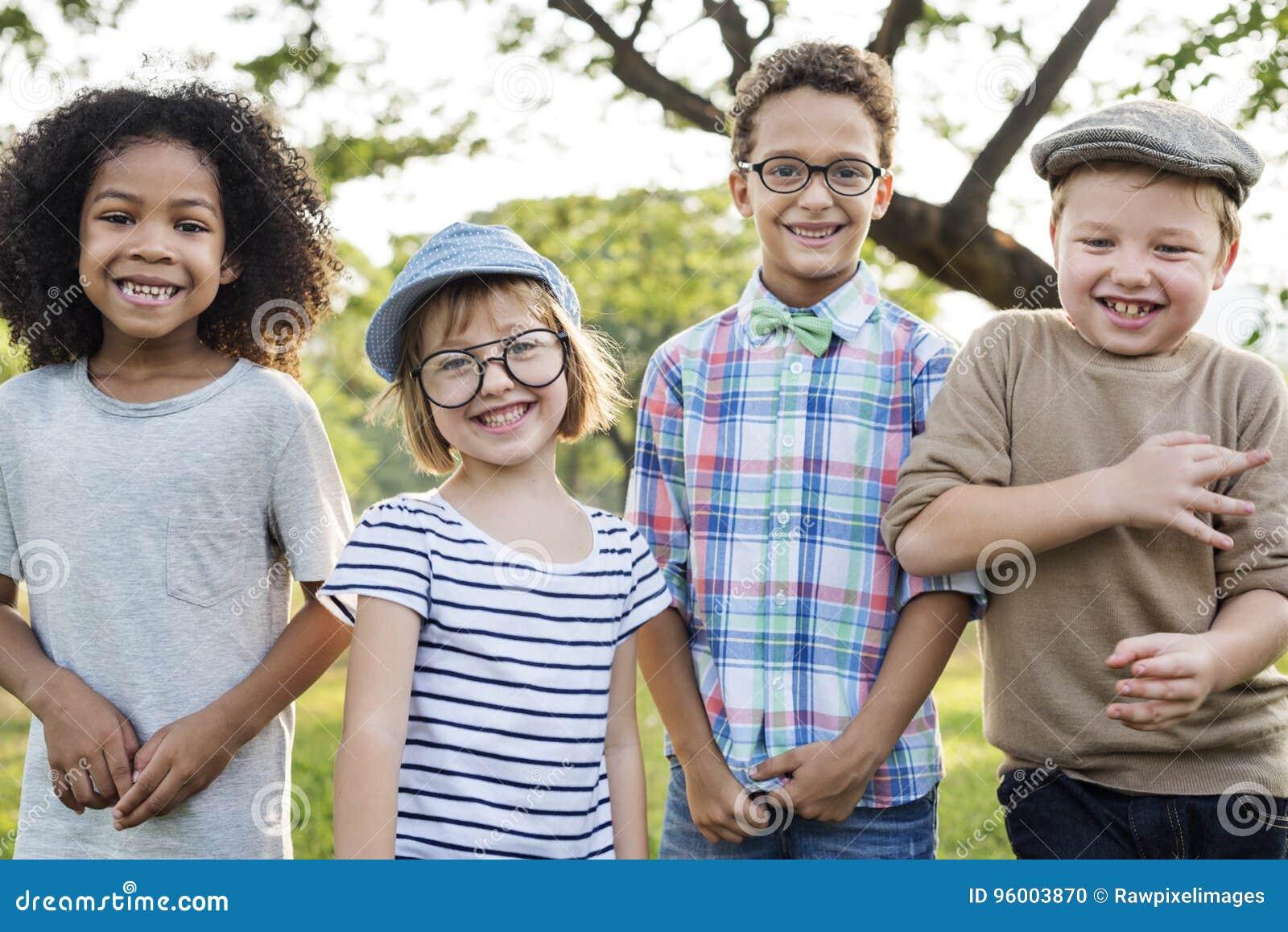 Toevallig de Jonge geitjesconcept van Kinderen Vrolijk Leuk Vrienden