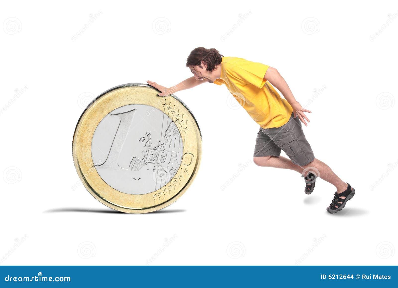 Toevallige mens met een groot euro muntstuk