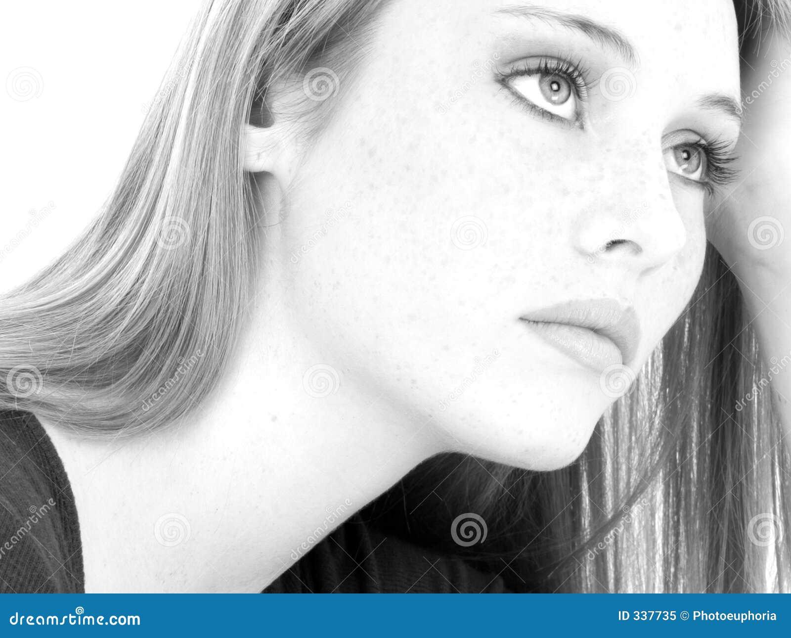 Toevallige zwart wit van het meisje van de tiener dichte omhoog royalty vrije stock foto - Zwart witte tiener slaapkamer ...
