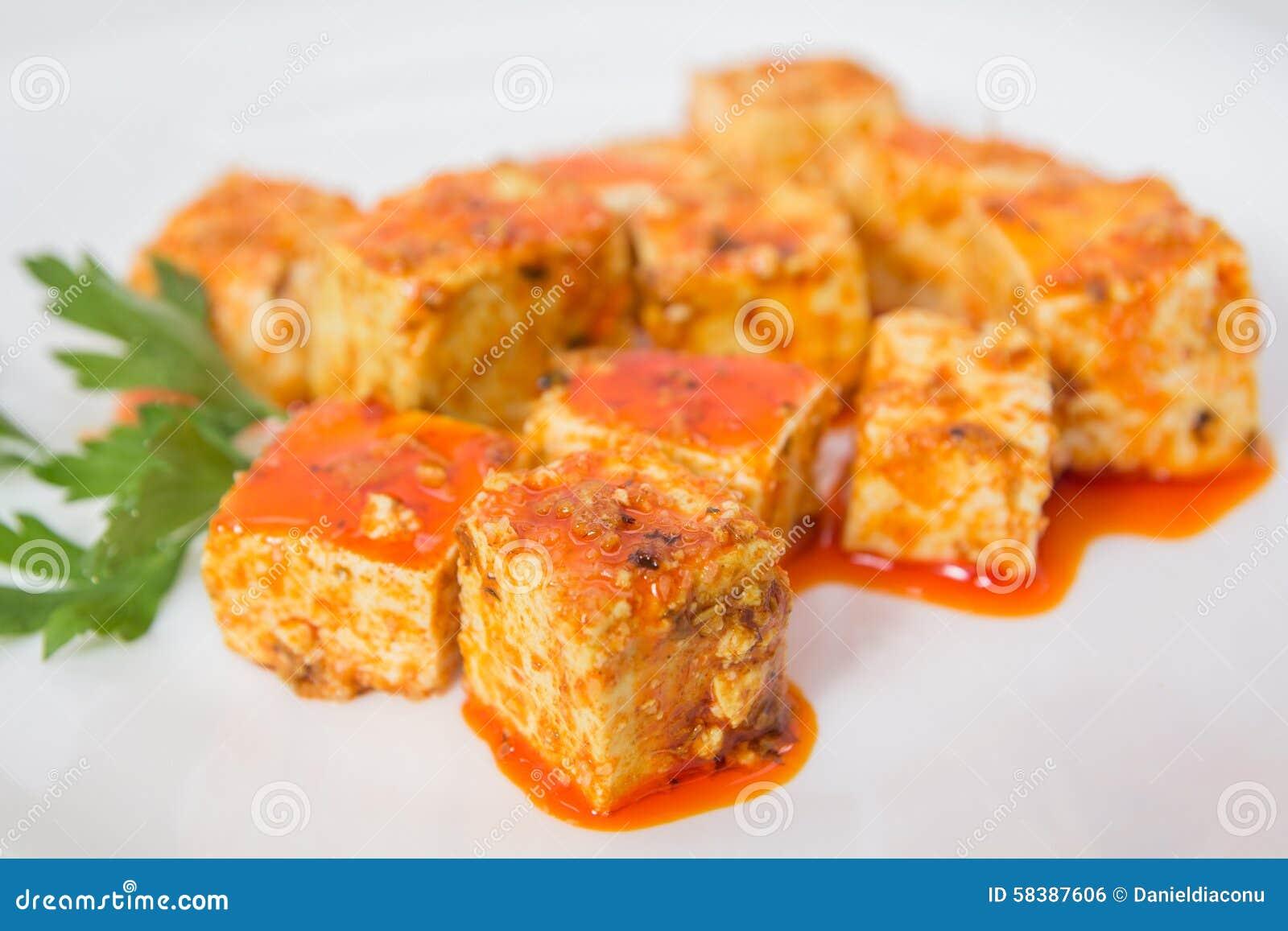 Tofu και σάλτσα