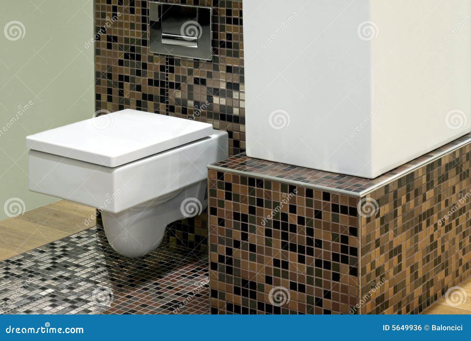 Toilet en tegels stock foto afbeelding bestaande uit stijl