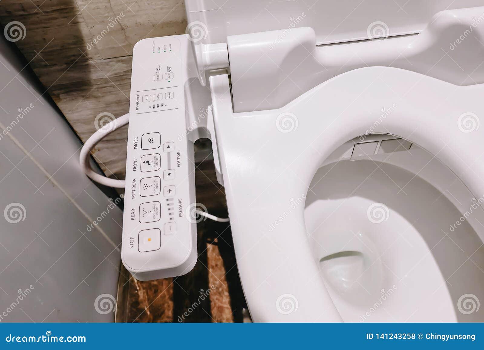 Toilette alta tecnologia moderna con il bidet elettronico in Tailandia ciotola di toilette di stile del Giappone, a alta tecnolog