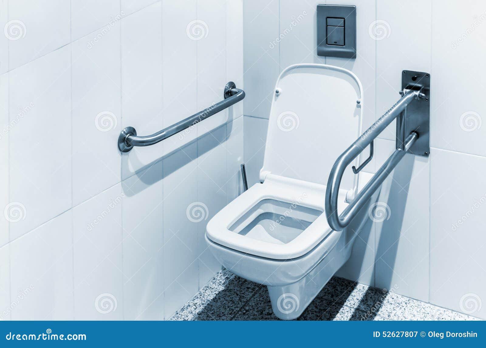 toilette avec des balustrades pour l 39 handicap photo stock image 52627807. Black Bedroom Furniture Sets. Home Design Ideas