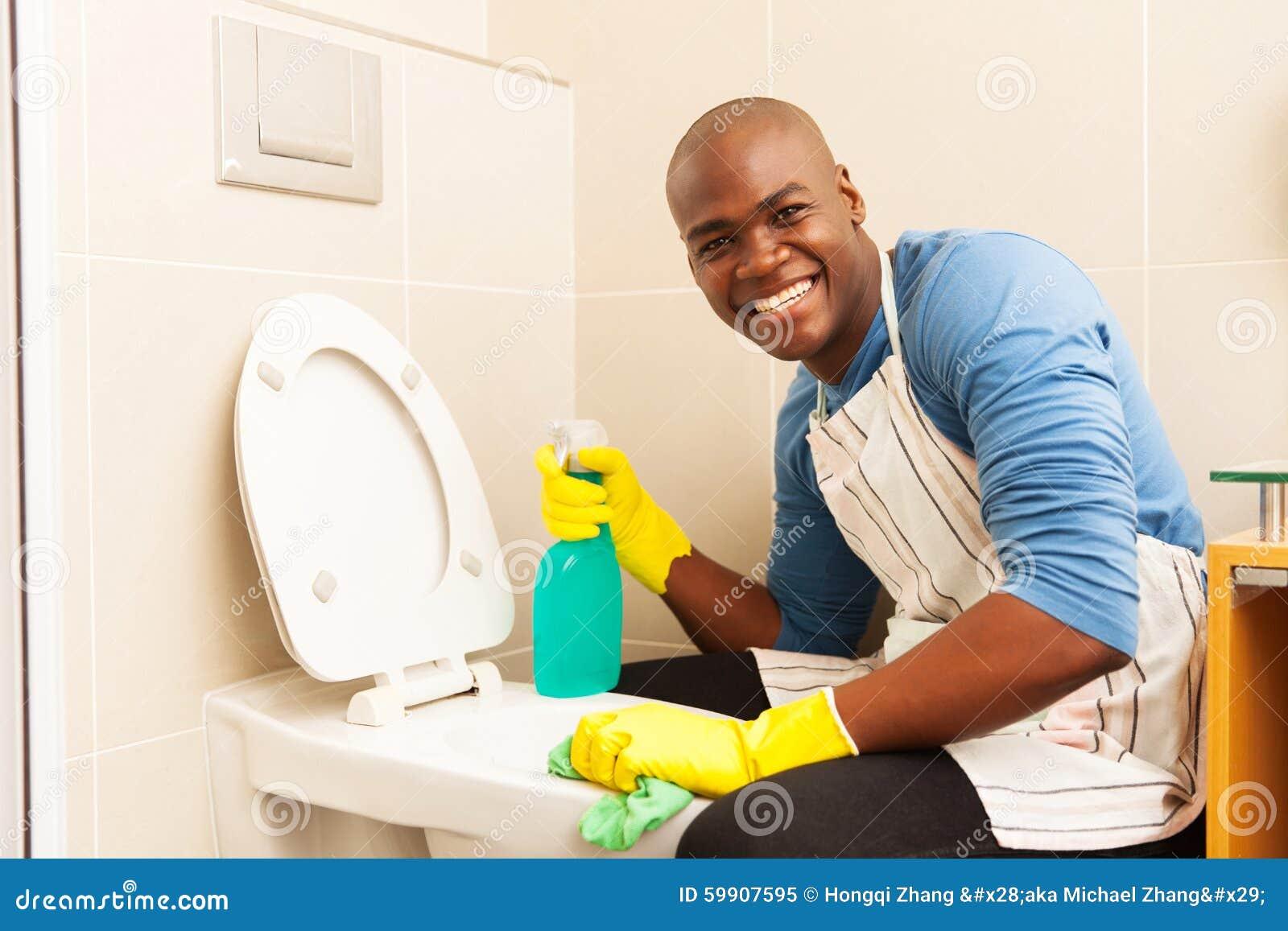 toilette de nettoyage d 39 homme image stock image 59907595. Black Bedroom Furniture Sets. Home Design Ideas