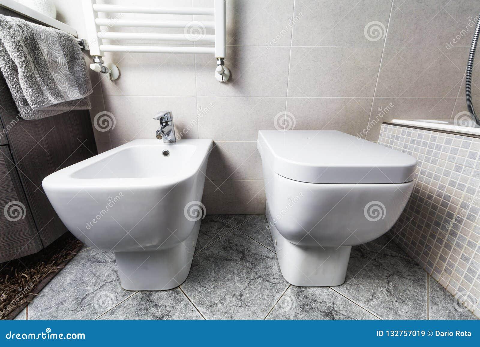 Toilette e calefator do bidê