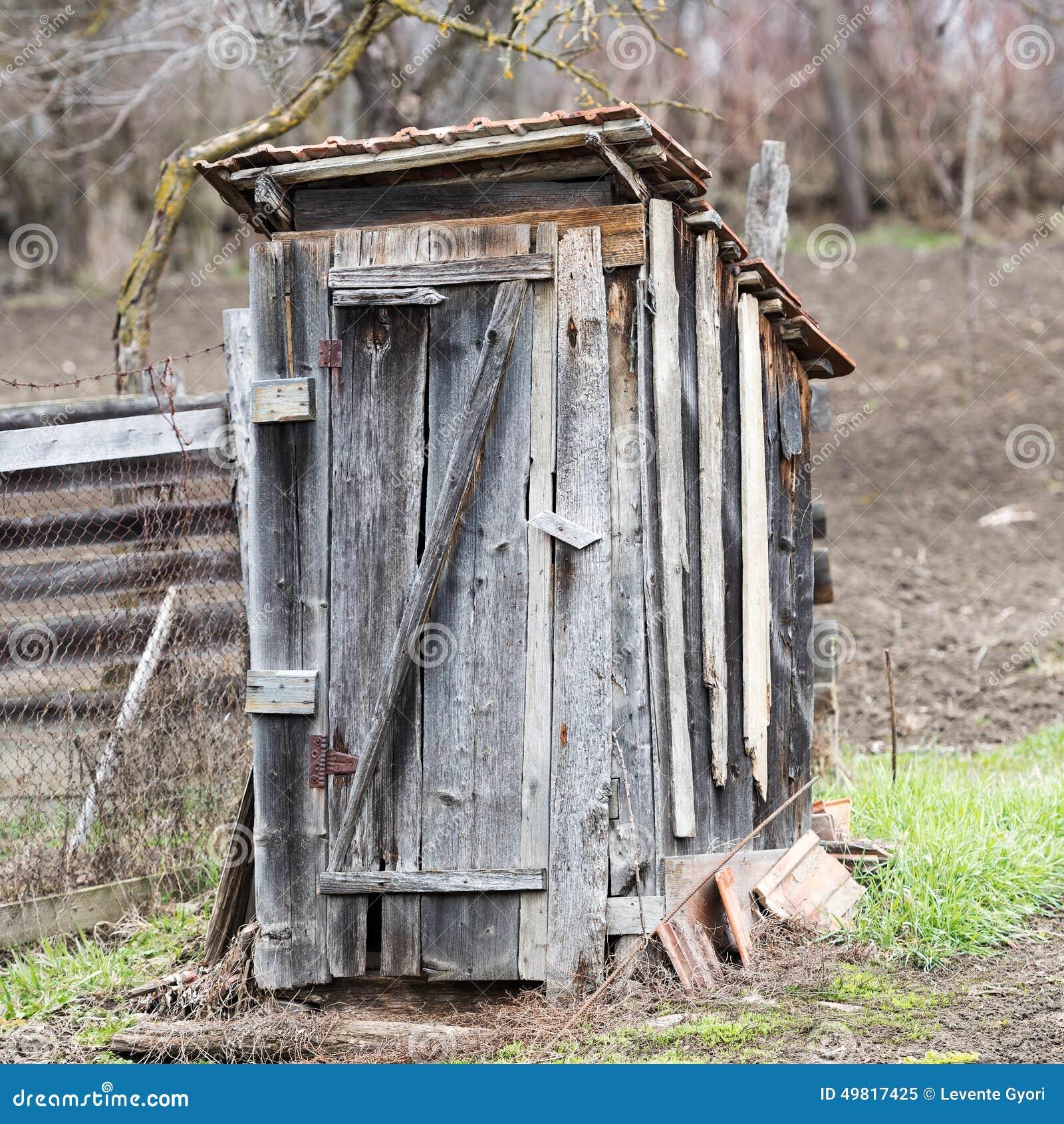toilette en bois d 39 ext rieur image stock image du architecture trappe 49817425. Black Bedroom Furniture Sets. Home Design Ideas
