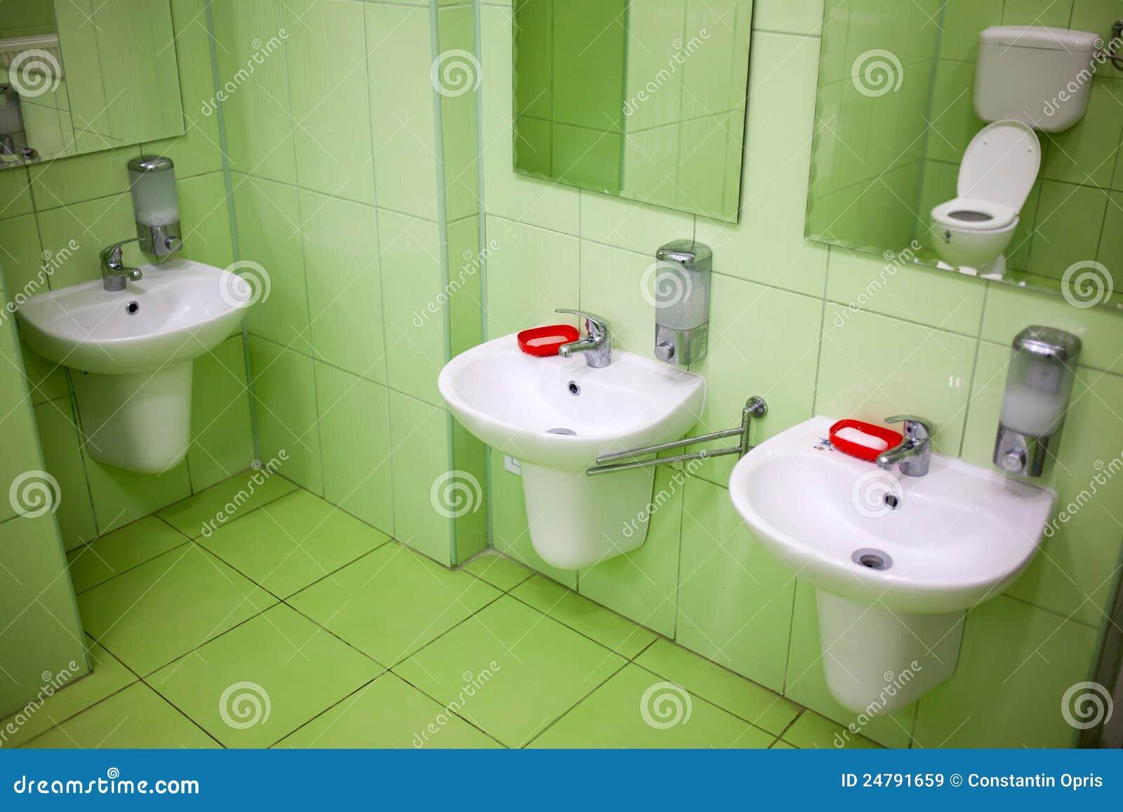 toilette et salle de toilette d 39 enfants images libres de. Black Bedroom Furniture Sets. Home Design Ideas