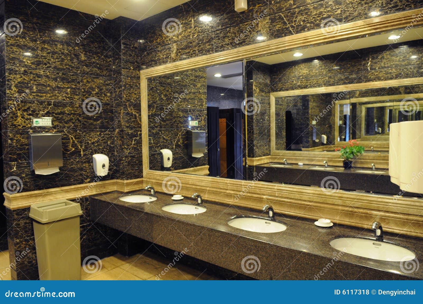 toilette publique d 39 h tel de luxe photo stock image du int rieur pi ce 6117318. Black Bedroom Furniture Sets. Home Design Ideas