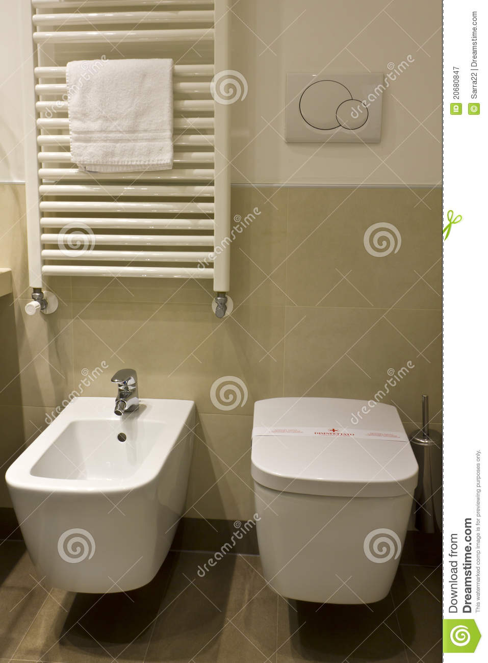 toilette und bidet im hotelbadezimmer stockbild bild. Black Bedroom Furniture Sets. Home Design Ideas