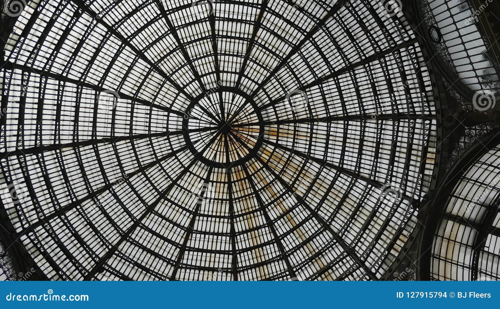 Toit en verre de World Wide Web de puits Naples