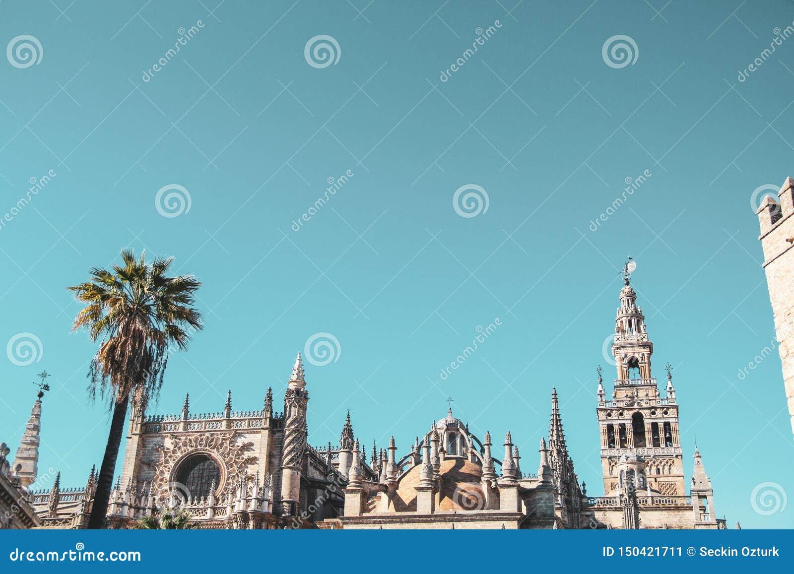 Toit et ciel médiévaux en Séville
