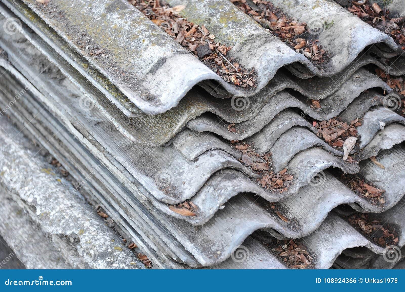 Toiture d'amiante-ciment photo stock. Image du loger - 108924366