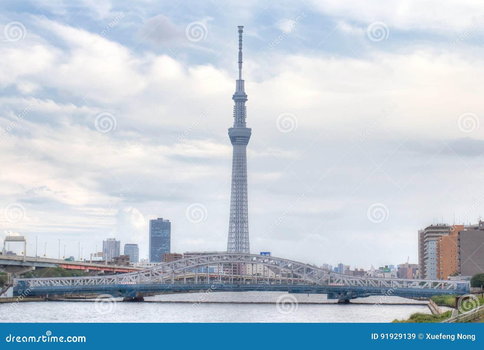 TOKIO, JAPÓN - 25 DE MAYO DE 2013: La Tokio Skytree es un nuevo televisi