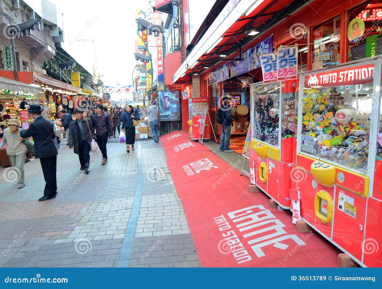 TOKYO, JAPON - 22 NOVEMBRE : Marché d Ameyoko dans le secteur d Ueno à