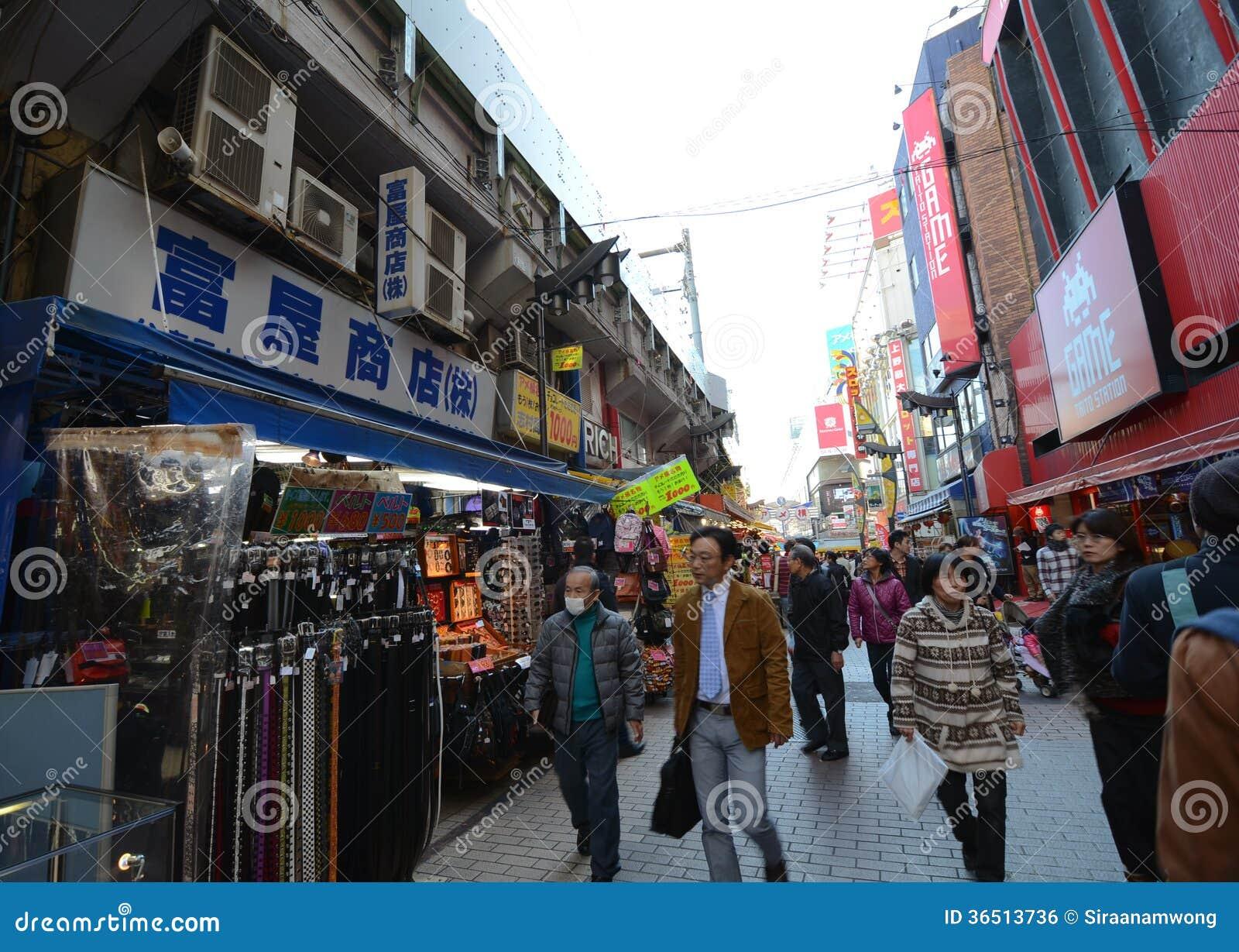 TOKYO, JAPON - 22 NOVEMBRE : Marché d Ameyoko dans le secteur d Ueno