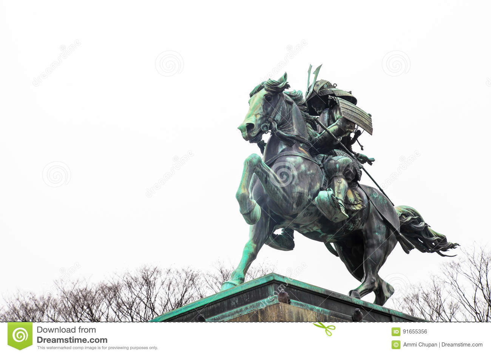Tokyo-Kaiserpalast | Marksteinsamuraistatue in Japan am 31. März 2017