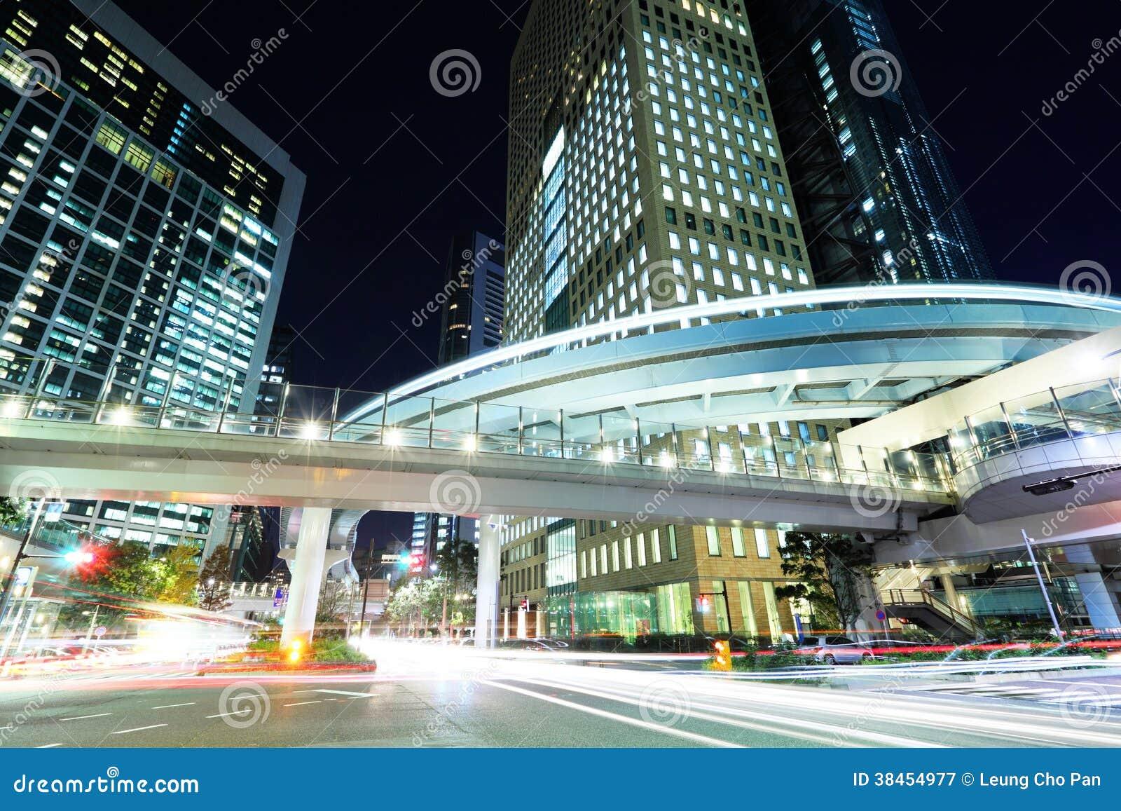 Tokyo stad med billjus