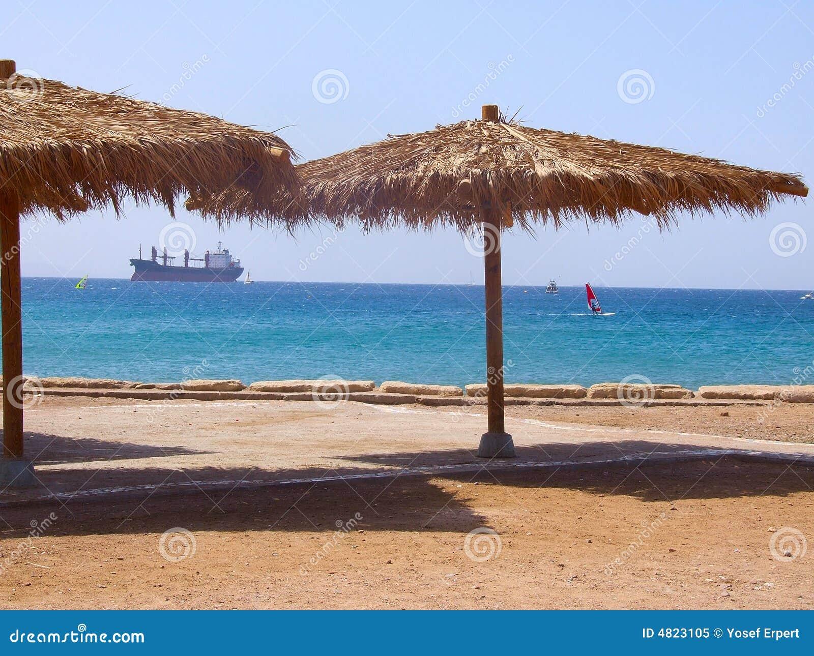 Toldo en la playa foto de archivo libre de regal as imagen 4823105 - Toldos para la playa ...