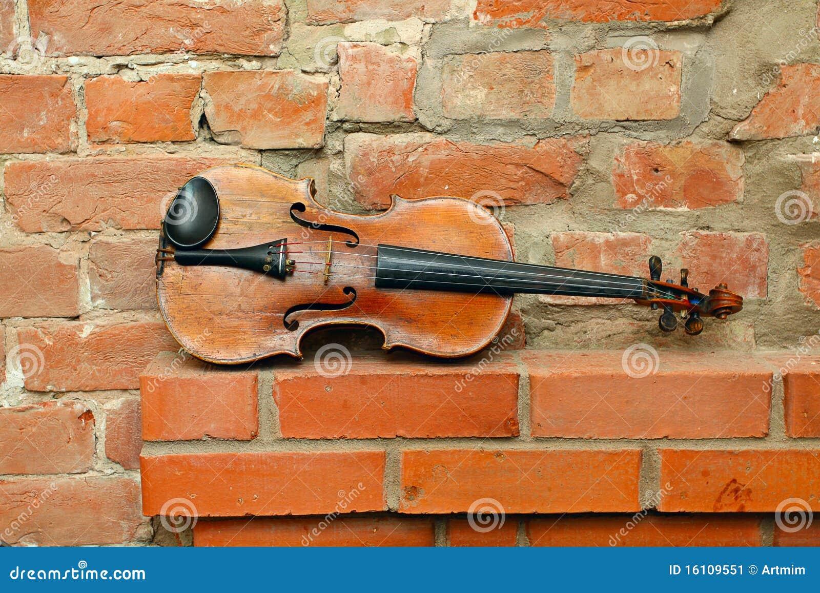 Tom gammal fiolvägg för tegelsten