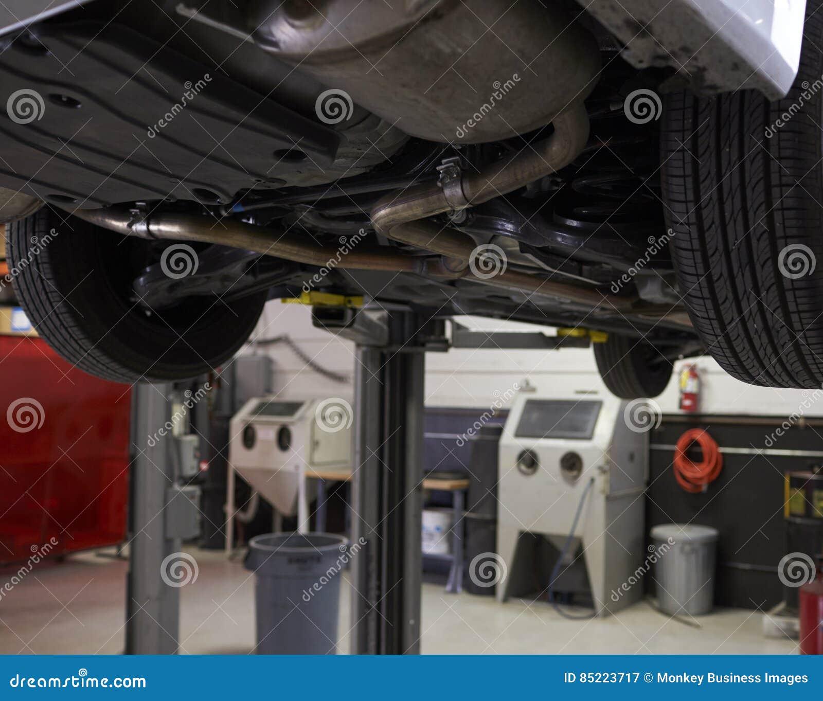 Tom inre av den auto mekanikern Garage