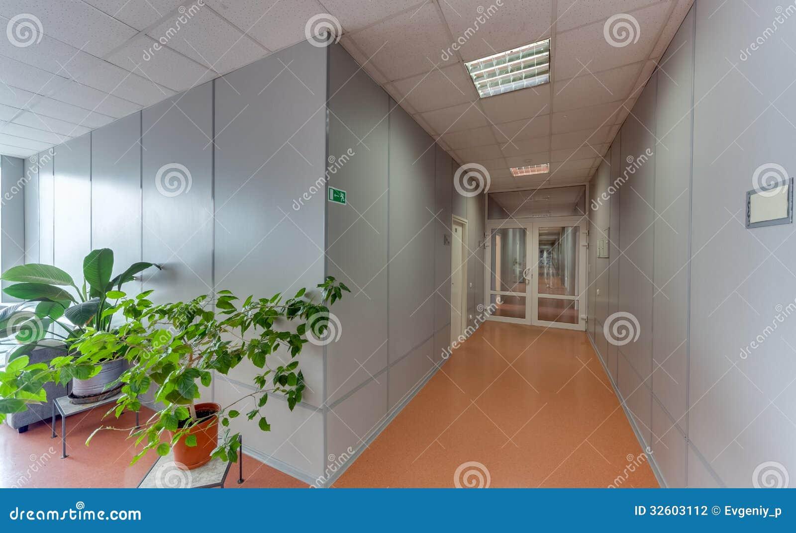 Tom lång korridor