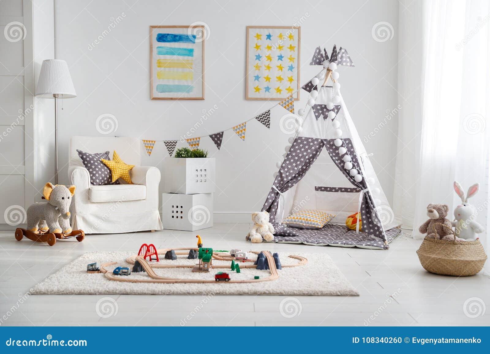 Tom lekrum för barn` s med tält- och leksakjärnvägen