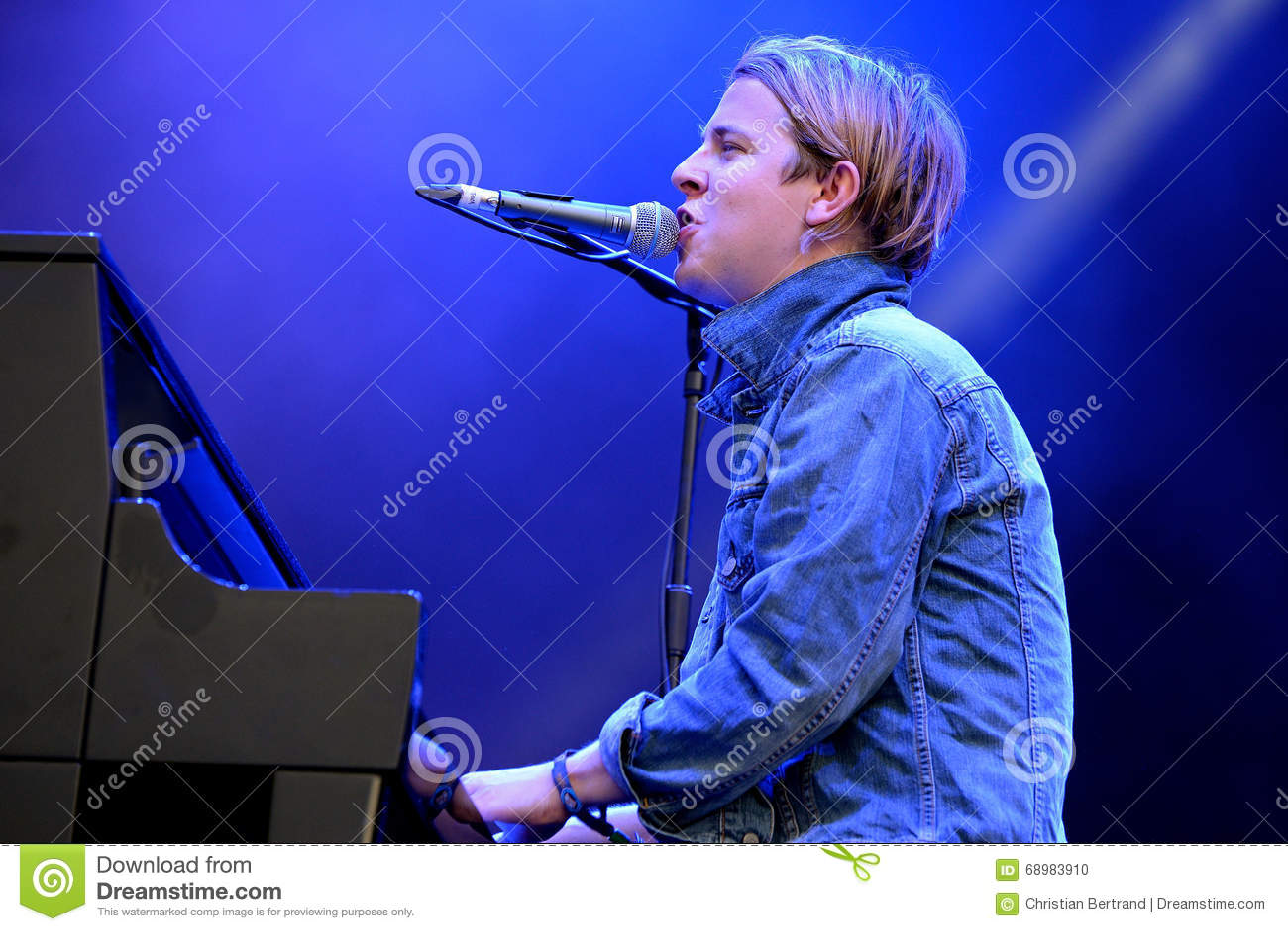 Tom Odell (cantante, compositor y pianista británicos)