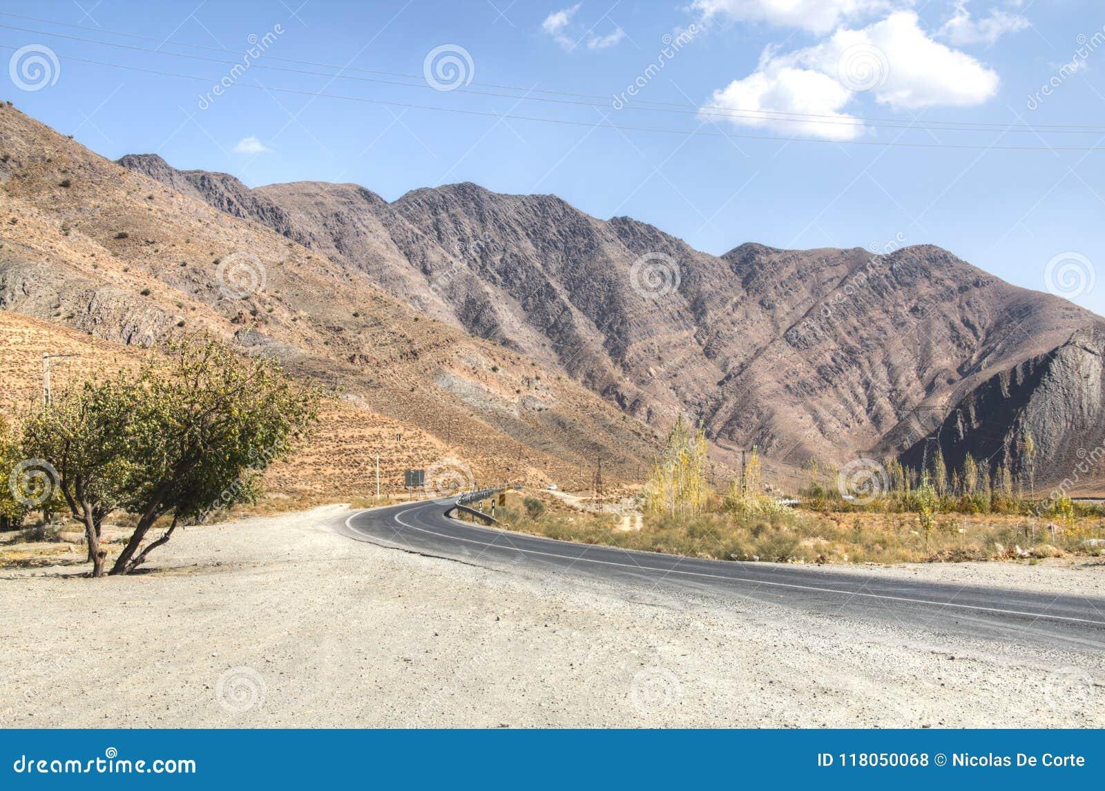Tom väg in mot den Dasht-e Lut öknen, Iran