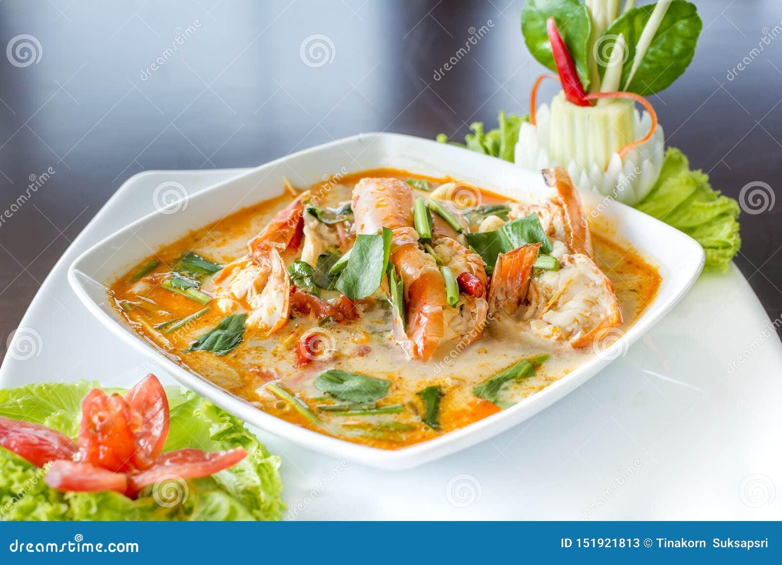 Tom Yum Koong Thai Language es sopa de la hierba de la gamba y de limón