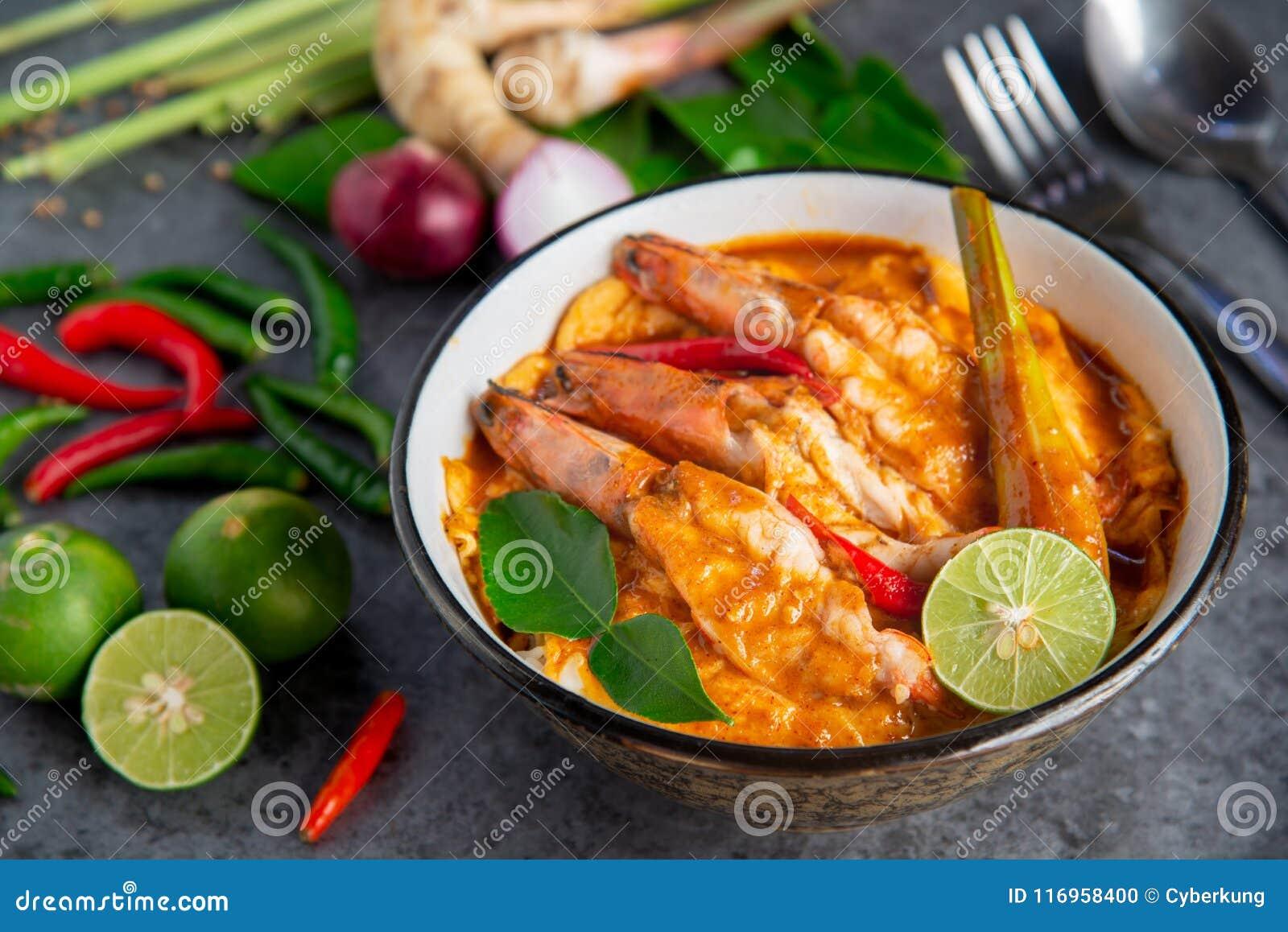 Tom Yum Kung com arroz